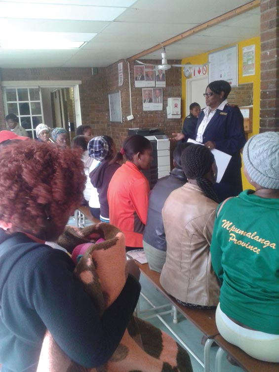 Sr Mkhalipi informing the ladies at Kempville Clinic about the dangers of drinking alcohol during pregnancy