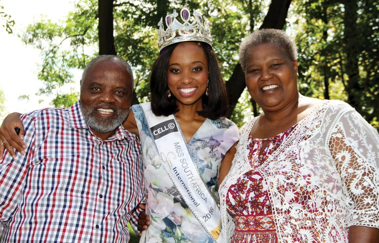 Miss_South_Africa_Ntandoyenkosi_Kunene_with_her_parents_Christopher_and_Baby_Kunene