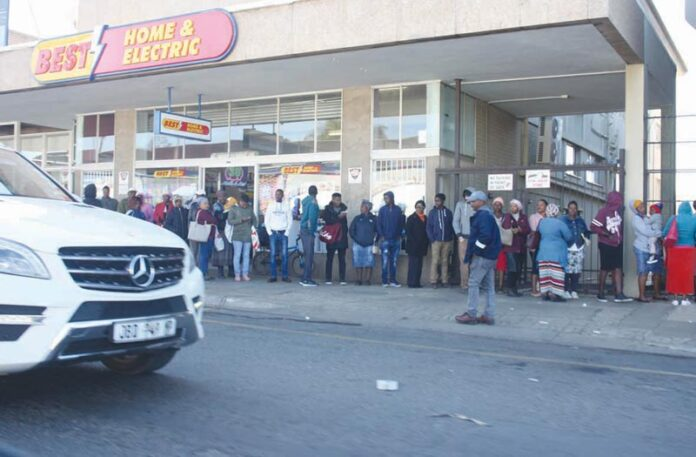 Month-end Madness in the streets of Piet Retief
