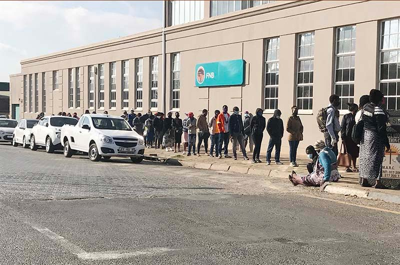 Queuing for government grants
