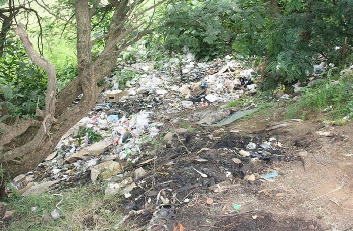Piet Retief Dam embankment = new dumping ground?