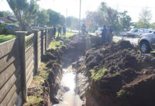 Municipality fixes burst pipe