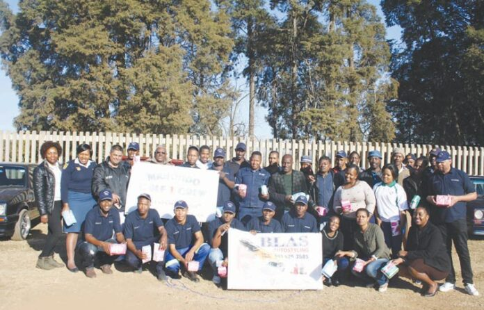 The Mkhondo Golf 1 Crew reached out to the community by donating toiletries to less fortunate children at the Klein Vrystaat Primary School on Friday, the 28
